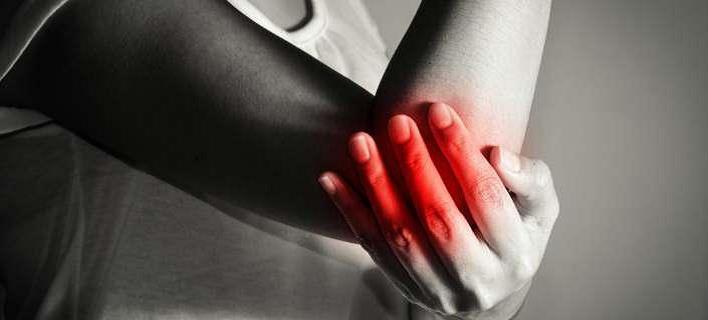 آرتروز آرنج چه علائمی به همراه دارد؟ -min