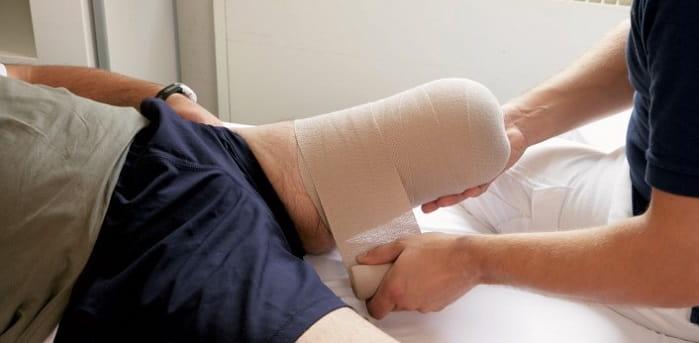 ماساژ، تپینگ، حساسیت زدایی و موبیلیزاسیون بافت زخم بعد ازقطع پای دیابتی